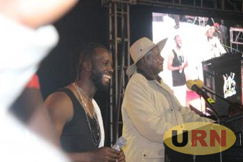Bebe Cool and President Museveni at his Golden Heart Concert at Kololo Airstrip on Friday night